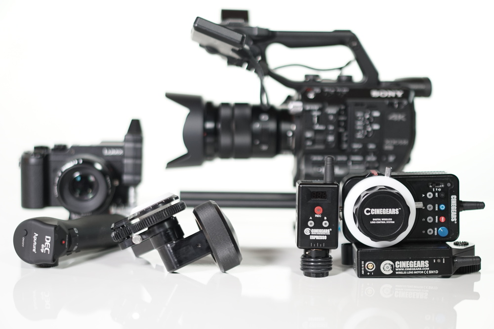From left to right: Panasonic LUMIX GX8; Aputure DEC LensRegain; Canon 50mm f/1.8 II; edlkrone FocusONE Pro; Sony FS5 with 18-105 kit lens; Cinegears Espresso Mini Controller; Cinegears Wireless Focus Controller; Cinegears combination gear motor/receiver