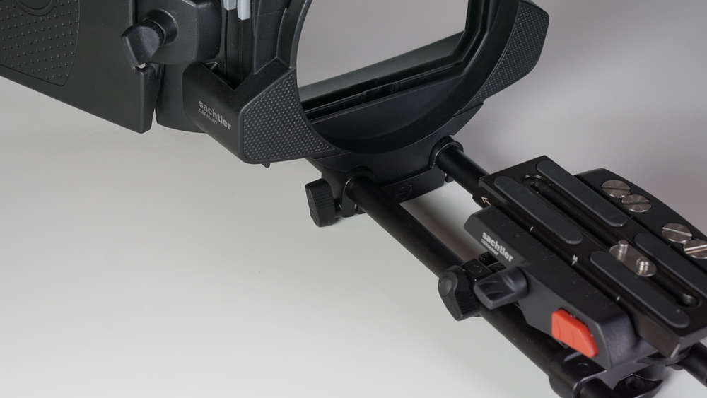 Like its companion base plate, the Sachtler only needs one support rod clamp to attach the matte box via the rod bridge.  The Neewer uses two.