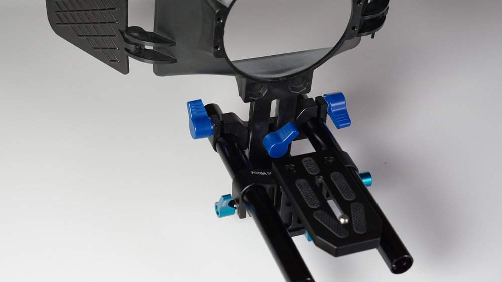 The clamping levers which attach the Neewer matte box to the rails -- unlike the rod system itself -- are made out of plastic, and there are two of 'em. Then again, the Neewer matte box weighs all of 210g, vs. the Sachtler's 954g, and that third lever in the center gives the Neewer one huge functional advantage over the Sachtler: it's height adjustable.