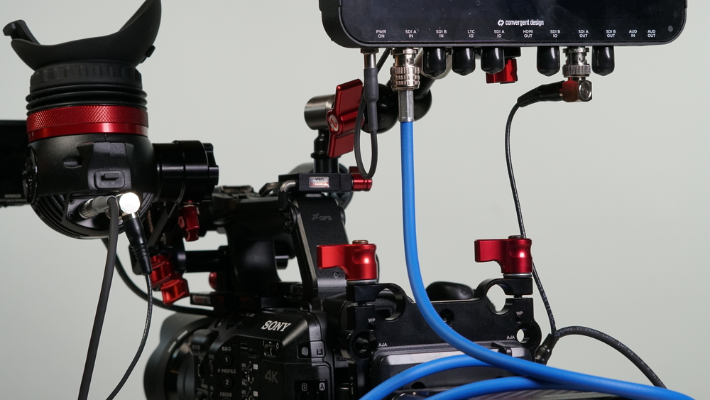 On the other hand, it's not particularly long: with the Small Zamerican Arm, I could position the Odyssey 7q+ far enough way from the Eye that the cable was the limiting factor rather than the Arm itself -- and there may be times where you really do want a monitor a bit further away from the left side.