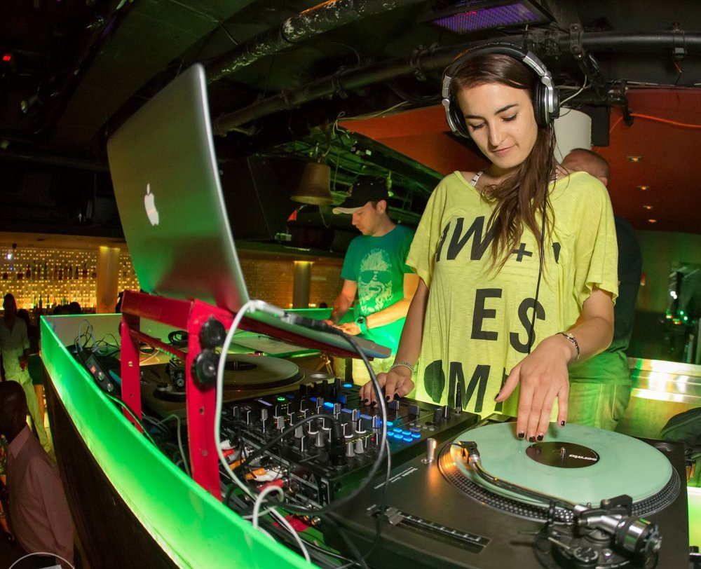 dj_alkimist_female_dj_in_dc_club_gigs.jpg