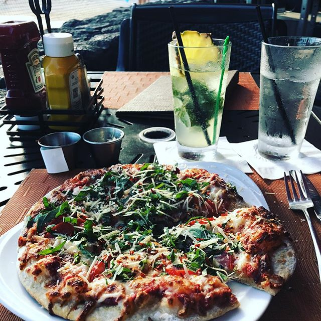 I mean you can't ALWAYS eat healthy while traveling. I need this. And that drink too. . . . . #food #foods #foodpic #foodpics #foodie #foodgasm #foodporn #foodstagram #foodphotography #pizza #mojito #dinner #notsohealthy