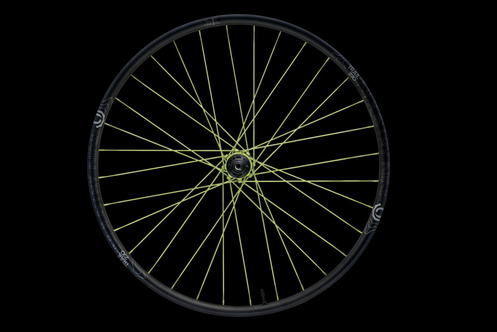 Product_-_Wheelsets_-_Mountain_-_Trail_270_-_Color_-_29_-_32h_-_DSC03143_-_ON_BLACK_WEB.JPG