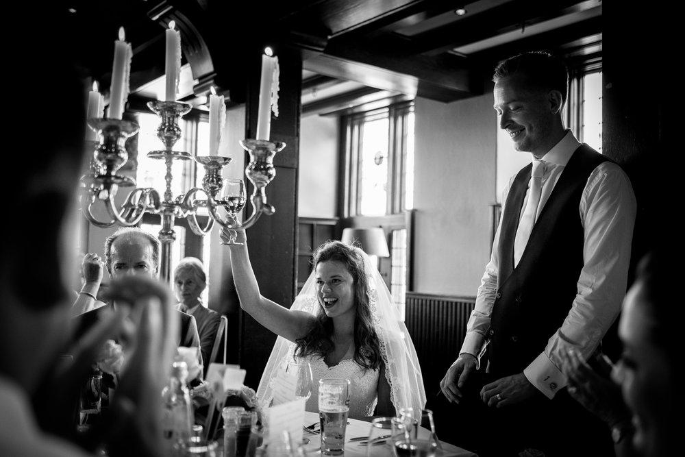 Speech van de bruidegom tijdens het bruidsdiner.