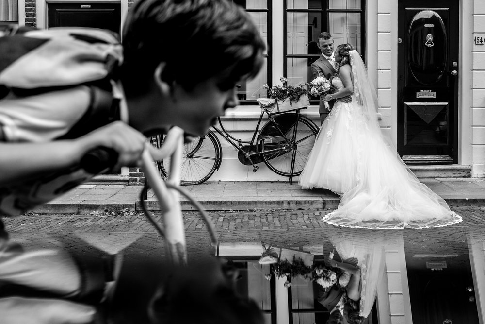 Toffe straatjes met bruidspaar in Zierikzee
