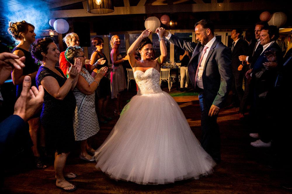 Journalistieke bruidsfotografie Koudekerke feestavond