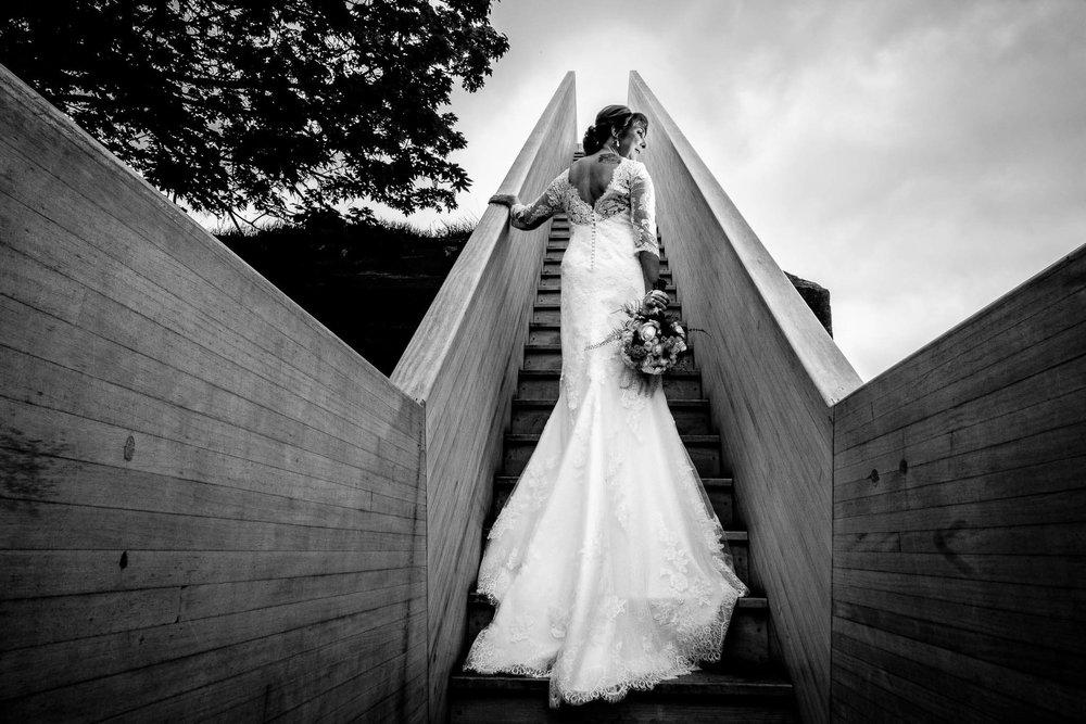 geluk foto Sas bruid zwart wit trap sleep