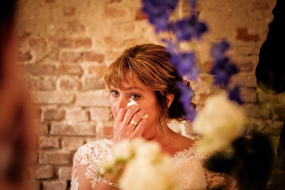Speech bruidegom tranen bruid peter geluk bruidsfotografie