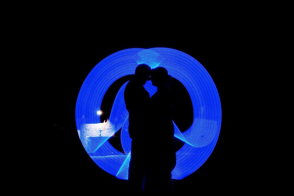 bruidspaar Peter Geluk bruidsfotografie avond lichtzwaard