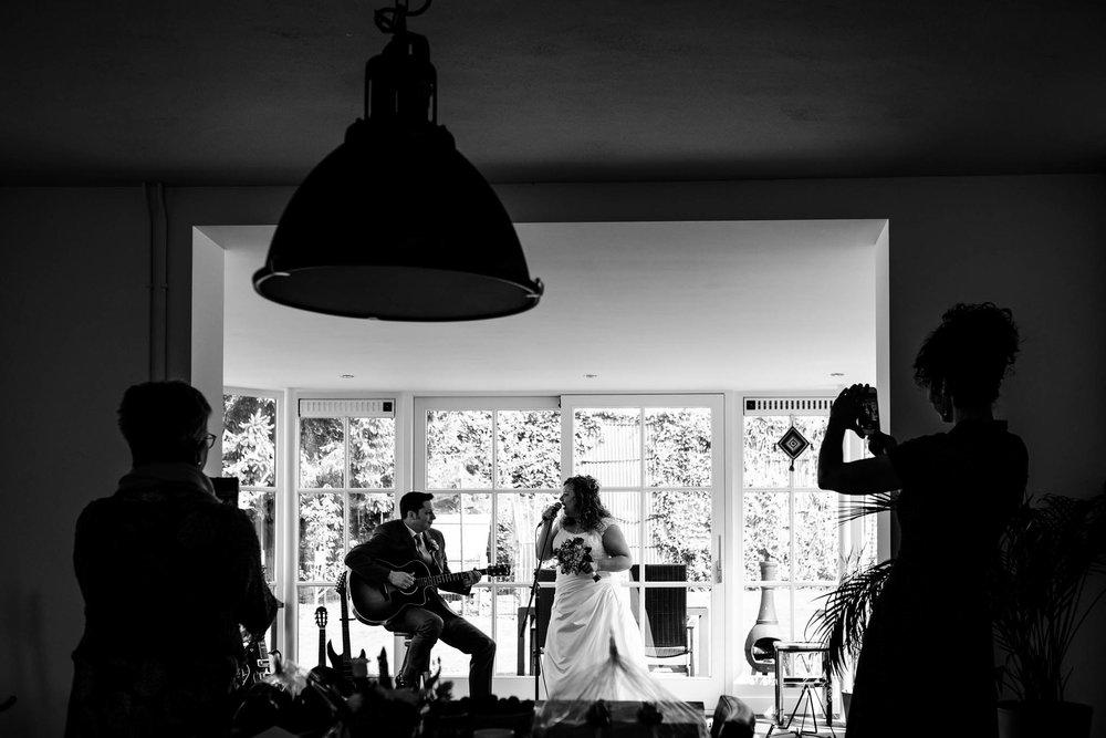 Zingend bruidspaar Noord-Brabant