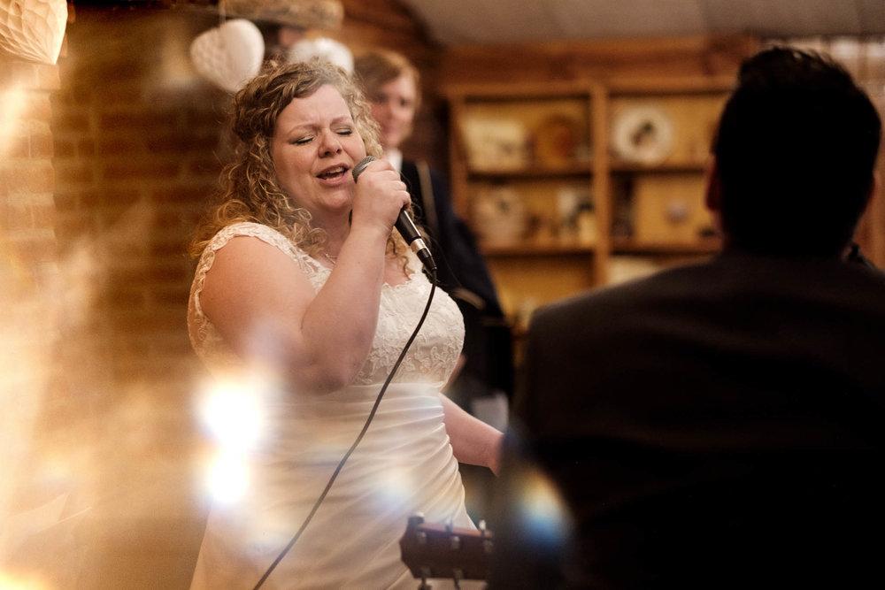 Zingende bruid ceremonie Brabant