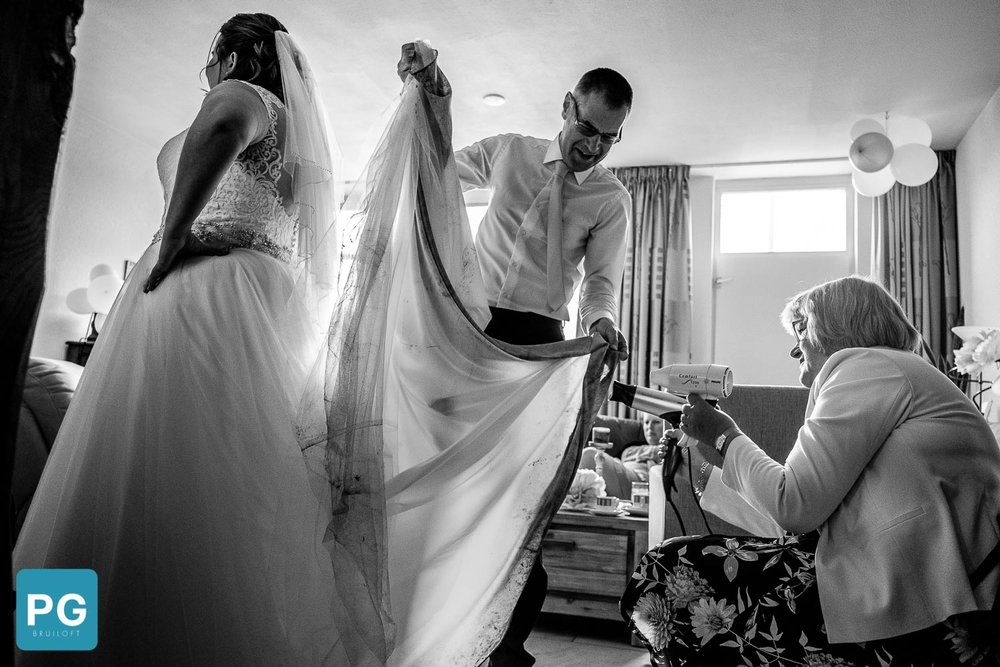 hoe krijg je modder van je bruidsjurk