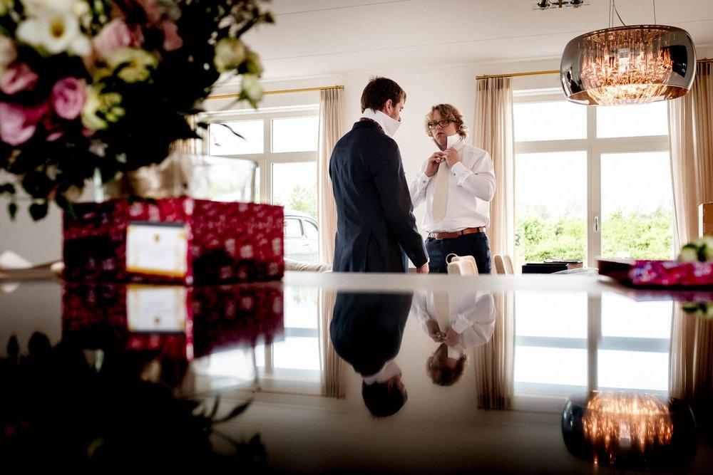 Toon bereid zich voor op bruiloft Oostkapelle