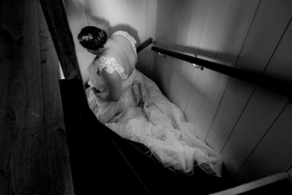 bruid loop trap af in jurk