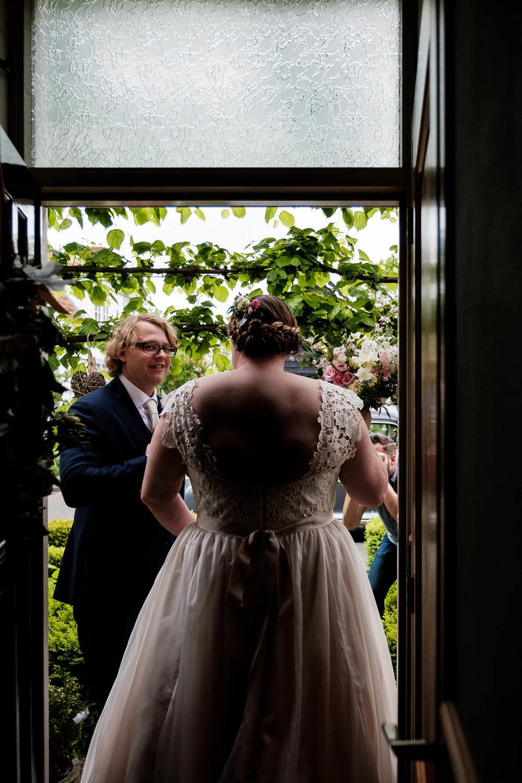 Ontmoeting bruidspaar aan de deur oostkapelle