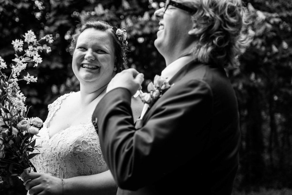 weddingcouple lachen, petergelukbruidsfotografie