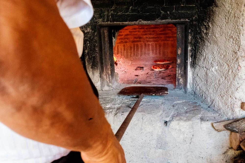 Bruidsfotograaf Toscane Italië steenoven pizza