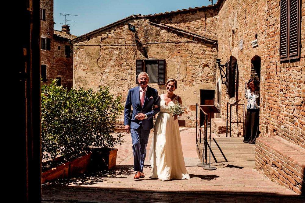 Bruidsfotograaf Toscane Italië vader en dochter