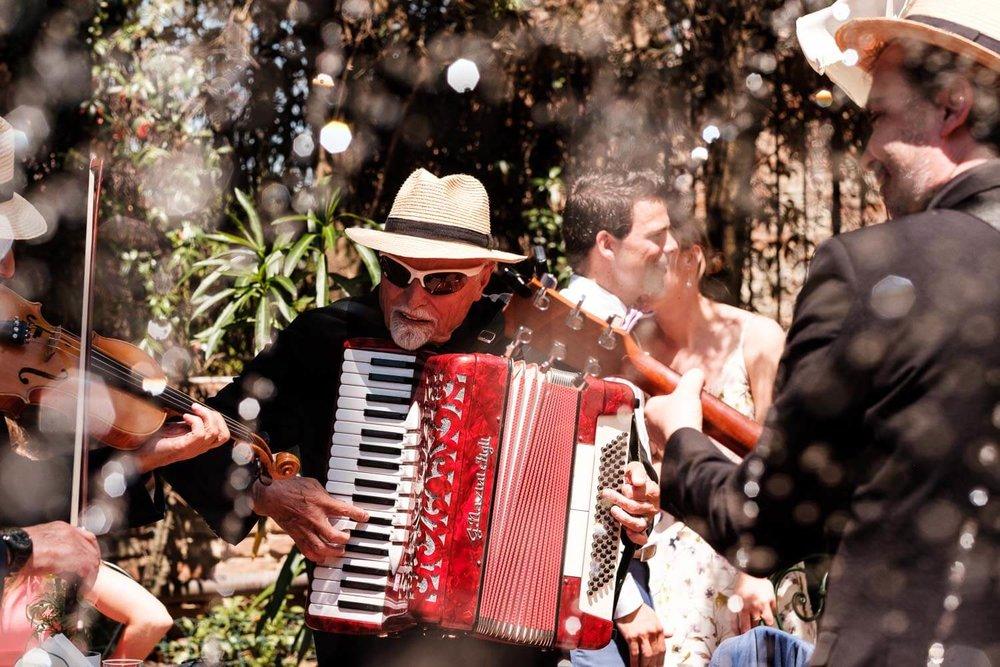 Bruidsfotograaf Toscane Italië muzikant accordeon