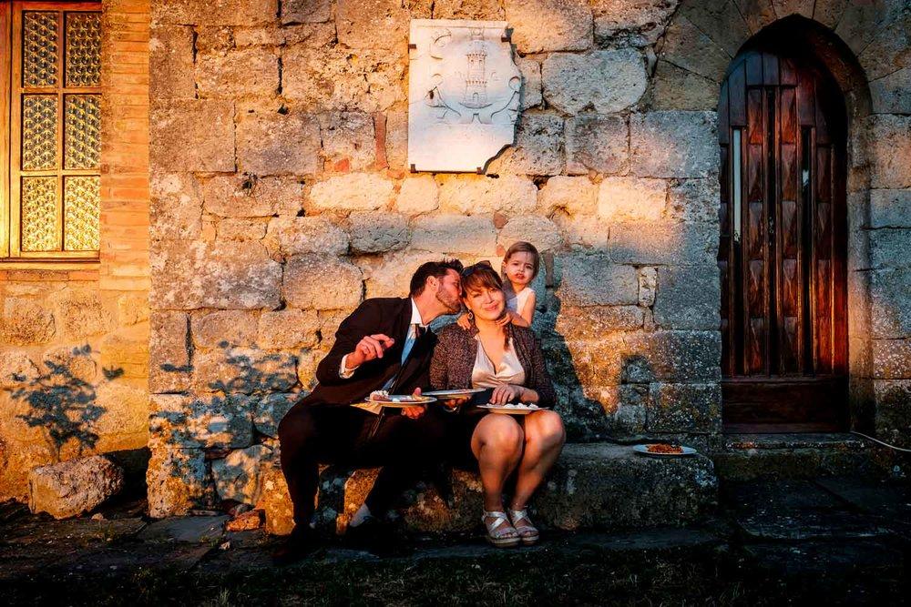 Bruidsfotograaf Toscane Italië happy family