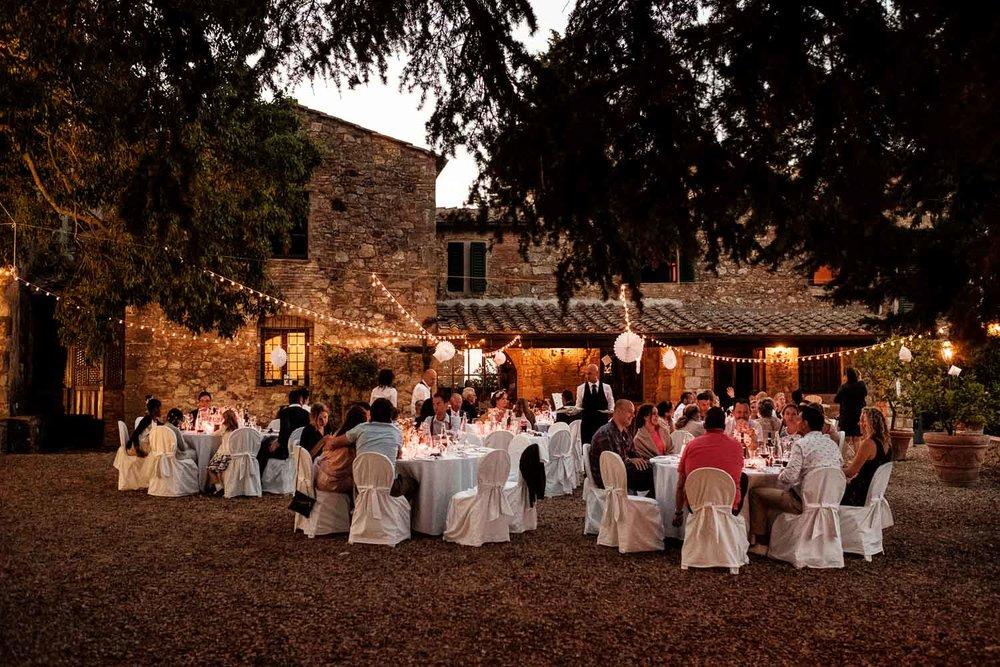 Bruidsfotograaf Toscane Italië diner buiten