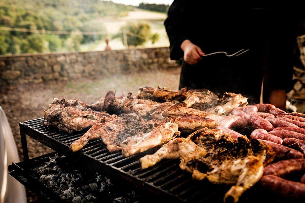 Bruidsfotograaf Toscane Italië BBQ kip