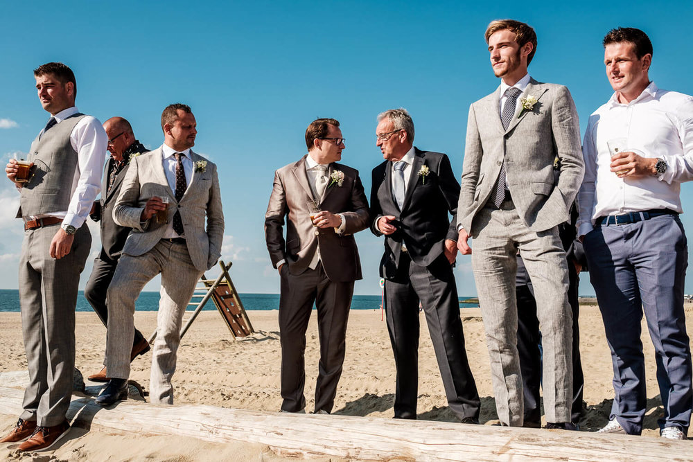 Beach wedding geluk men