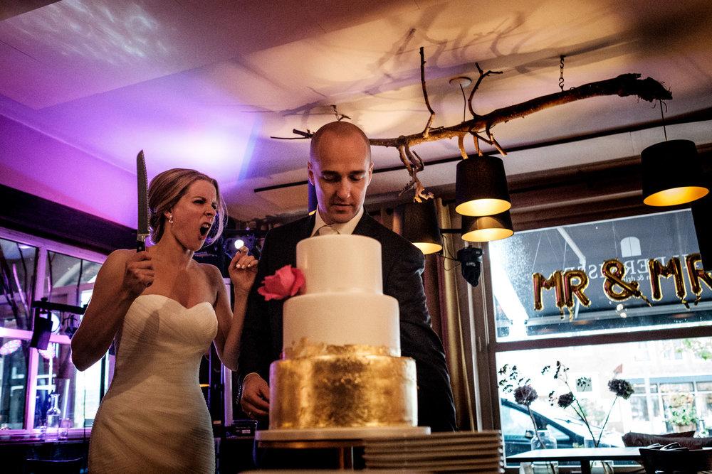 Bruidstaart aansnijden op je bruiloft