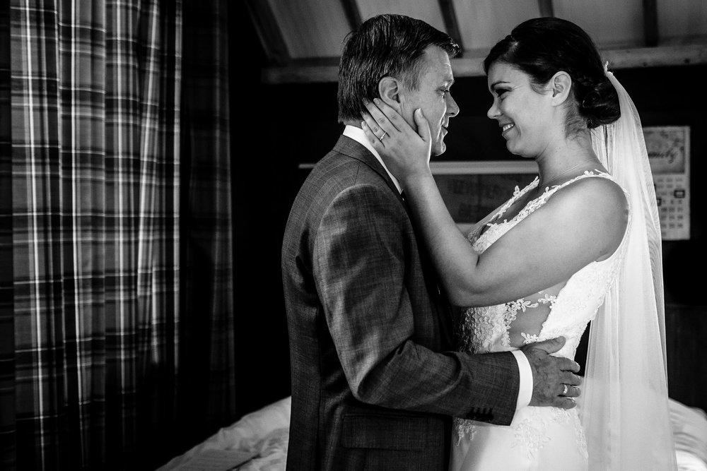 Een trotse papa met de bruid