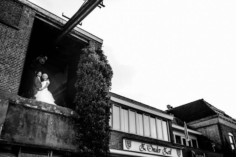 Bruidsfotografie in de haven van Steenbergen.jpg