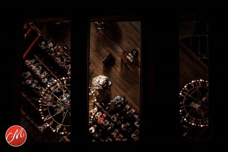 Bruidsfoto in kerk Amsterdam Mitzy Geluk De Masters