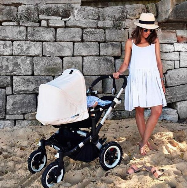 @jennaisaacman using our swaddleclipps at a family beach day ☀️ ⠀ ⠀ #swaddleclipp #monday #morning #qualitytime #colors #mixandmatch #musthave #newborn #coffee #stroller #mom #newmom #baby #momlife #babyshowergift #babyshower #clipp #kids #mumlife #kinderwagen #design #handy #motherhoodtips #ohheymama #happymommy #wewillholdonforyou