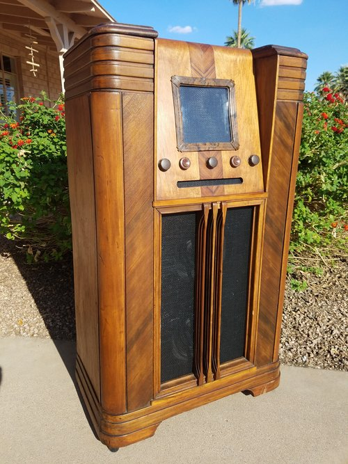Western Air Patrol Antique Radio Cabinet now iPod/MP3 Player! Vintage  Original Finish - Western Air Patrol Antique Radio Cabinet Now IPod/MP3 Player
