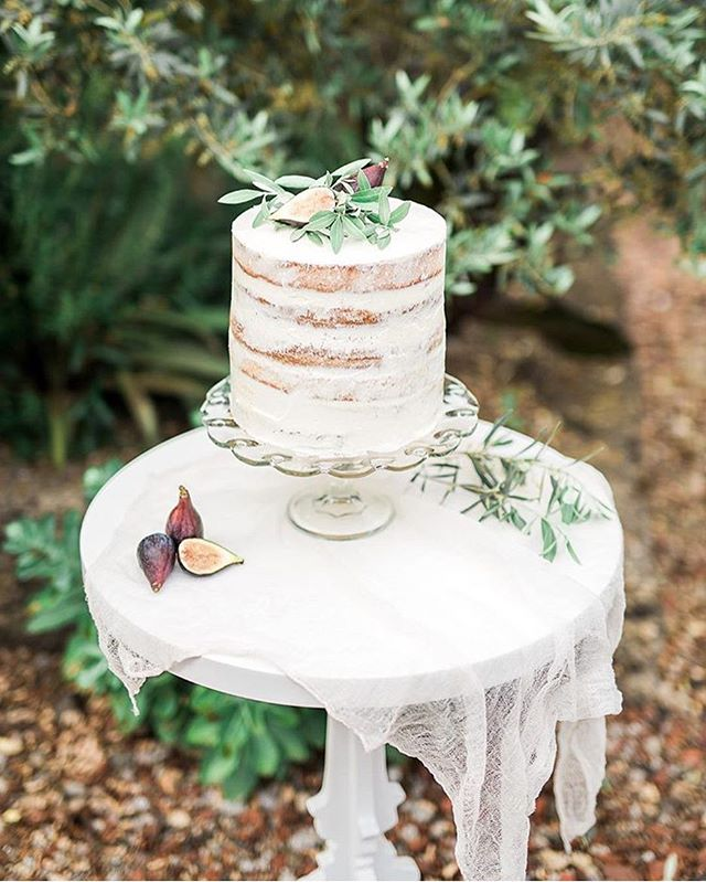 Man, do I want some cake right now... Featured in: @adornmagazine Photography: @dima.karpenko  Florals: @sophisticatedfloral  Paper goods: @vitapopovstudios  Hair and MUA: @kloverbeaute  Cake: @simplybeautifulcakes  Handmade paper: @fabulousfancypants  #weddingcalligraphy #organic #organiccalligraphy #organicwedding #invitation #weddinginvitations #ink #thatsdarling #romantic #weddingstyle #weddings #cotton #italyinspired #savethedate #rsvp #weddinginspo #bhldnweddings #stylemepretty #theknot #destinationwedding #fineartwedding #fineart