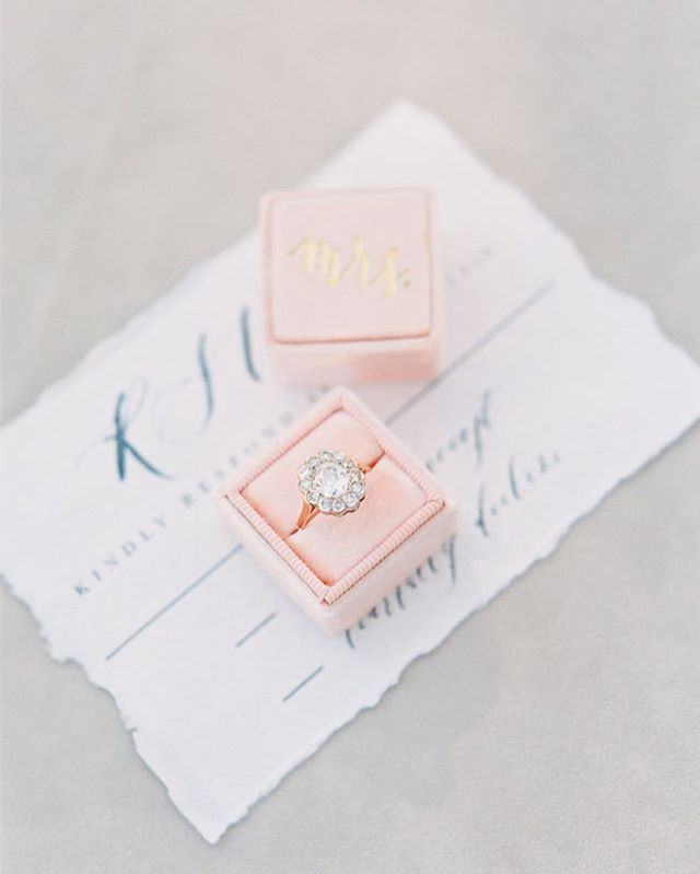 I'm needing some pastels during this autumn time  Photo @maryclaire_photography  Planning @revelweddingcompany  Ring @trumpetandhorn  #paperlove #onmydesk #papergoods #thatsdarling #calligraphy #calligrapher #moderncalligraphy #weddinginvitations #organicwedding #weddingcalligraphy #workflow #namecards #placecards #weddingsignage #handwritten #organic #romantic #wedding #weddingstationary #stationary #gold #goldwedding #goldleaf #minimal #minimalisticwedding #watercolor #fineartwedding #floral #pastels