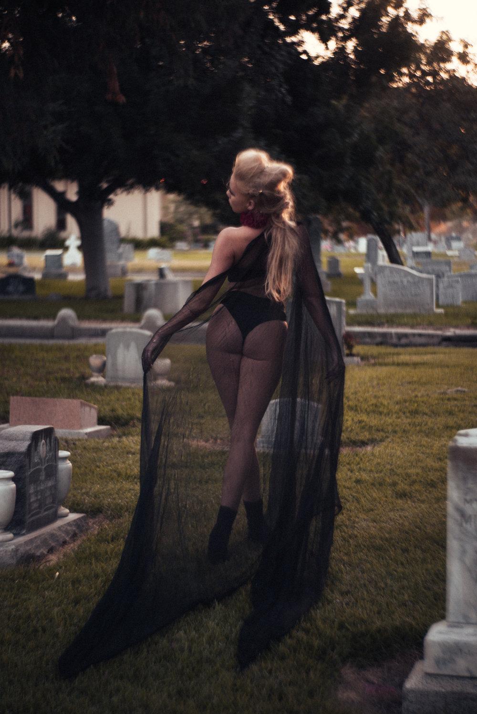 NatVonPhoto-KristenCemetery-2018-30.jpg