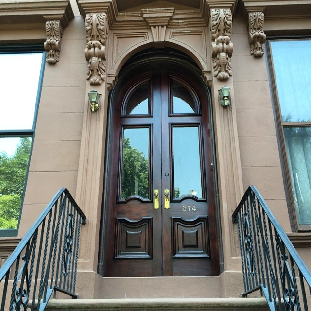 A beautiful front door in the heart of parkslope newly finished #furniture #elledecor #luxuryfurniture #luxe #highend #livingroom #bedroom #mansion #architecturaldigest #newhouse #fashion #interior #interiordesign #decor #interiordesigner #home #architecture #nymade #madeinus #parkslope #beautifulhome #frontdoor