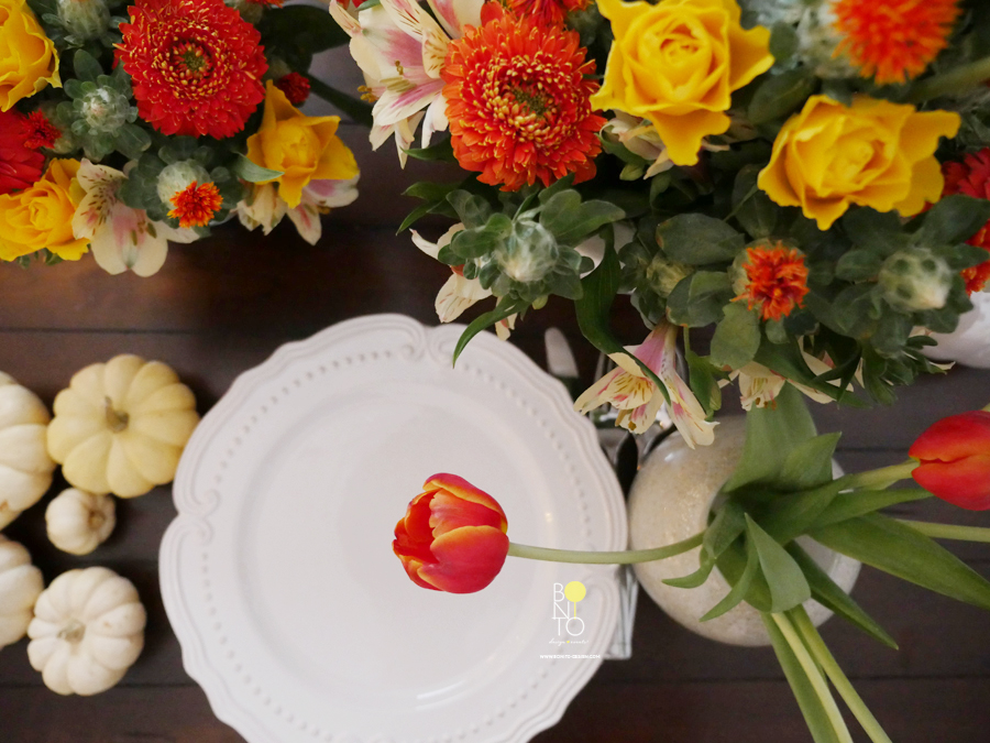 HAPPY THANKSGIVING TO YOU ALL! I am styling a last minute table for our yummy Holiday Table. Hope you are having a wonderful feast with loved ones or just being happy in your own skin with all the grateful things you are blessed with! GRACIAS FOR BEING PART OF BONITO! XO Helen