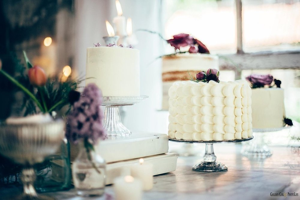 seattle-tiny-house-styled-shoot-wedding-cake-design_0007.jpg
