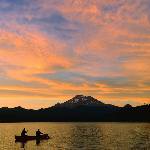 Sunset canoe tours Bend, Oregon