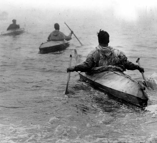 Inuit-Canoes