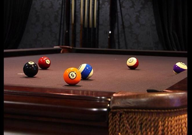 Are you the king of 8-ball? Come take a thrilling match with your friends!