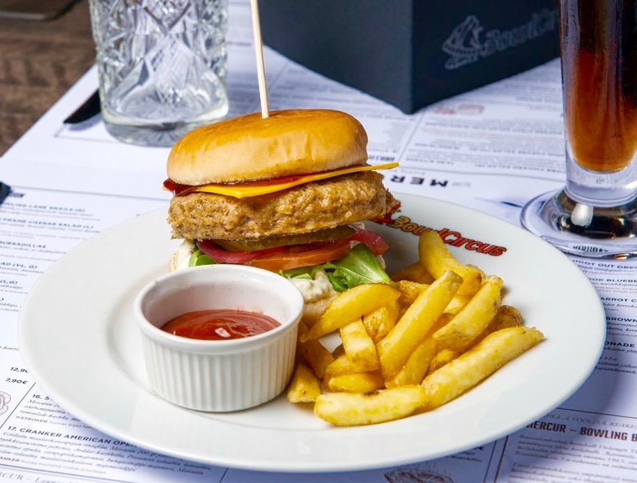 klassikko_bowlcircus_burger_400_01.jpg