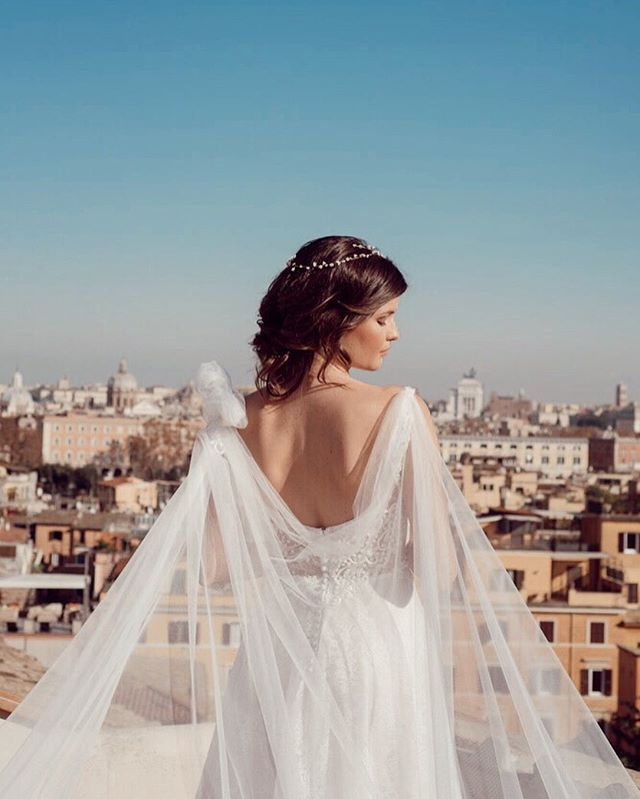 Dettagli dell'abito Marie 💕 . . #womanstyle #fashiongram #instawedding #weddingday #weddingideas #weddingphoto #weddingphotography #destinationwedding #weddingitaly #italy #outfitinspo #ootdfashion #girlboss #wedding #weddingdress #weddinggown #puresilk #weddinginspo #bride #bridal #bridalcouture #bridaldress  #love #abito #matrimonio #amore #abitosposa #madeinitaly #handmade