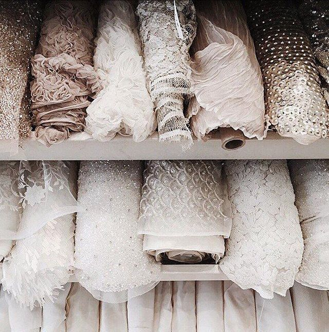 Tessuti nuovi in arrivo, il nostro Atelier non si ferma maaai 💪🏼✨🤩 . . #womanstyle #fashiongram #instawedding #weddingday #weddingideas #weddingphoto #weddingphotography #destinationwedding #weddingitaly #italy #outfitinspo #ootdfashion #girlboss #wedding #weddingdress #weddinggown #puresilk #weddinginspo #bride #bridal #bridalcouture #bridaldress  #love #abito #matrimonio #amore #abitosposa #madeinitaly #handmade