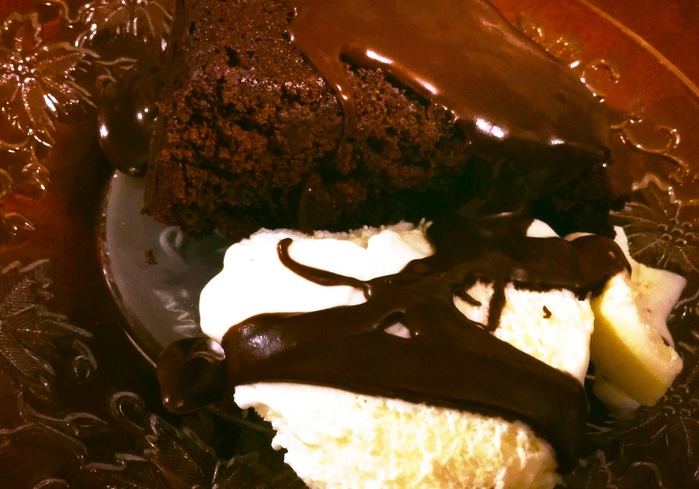 Sometimes, I even use the Ganache as a filling, where I punch holes in the cake and fill them with Ganache. Ooooooom!