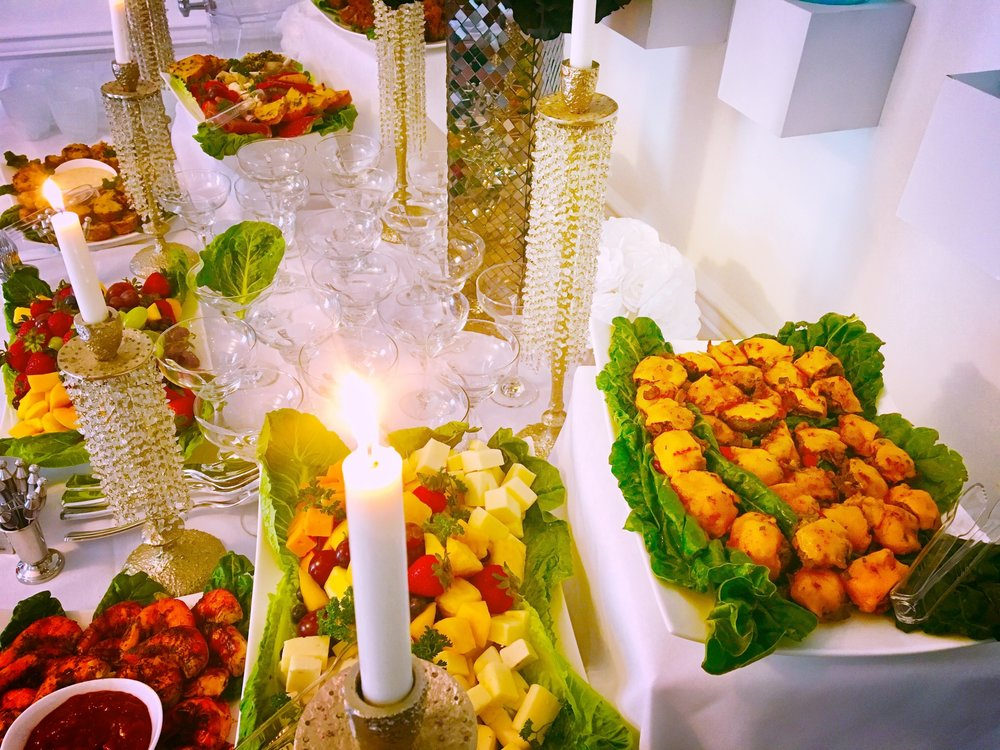 ON THE MENU:  Parmesan-Crusted Mini Crab Cakes With Tangy Remoulade Sauce, Brown Butter & Garlic Roasted Jumbo Shrimp, Philly Cheese Steak Stuffed Mushrooms, BonChon Chicken Wingettes.    TABLESCAPE:    Elegant Bundles By Ericcson Brown