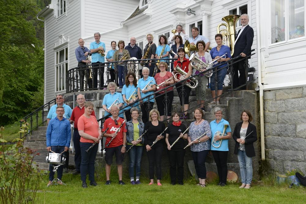 Laerdal musikklag til Fronningen_foto Jarle Offerdal.png
