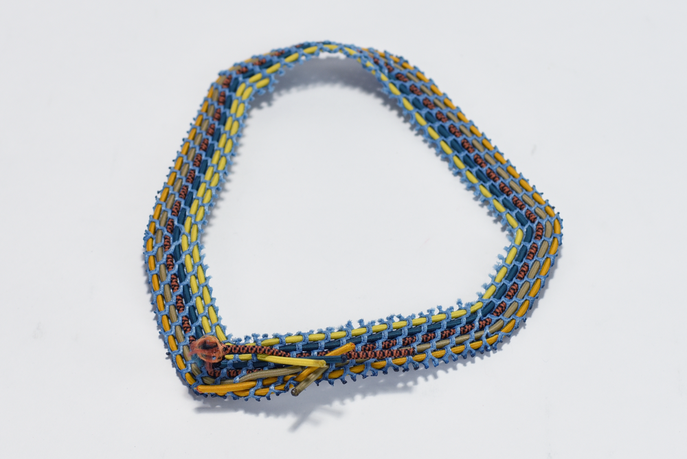 Bungee Mesh Necklace 01.png