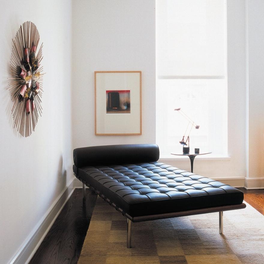 barcelona-couch-saarinen-side-table-5605_z.jpg